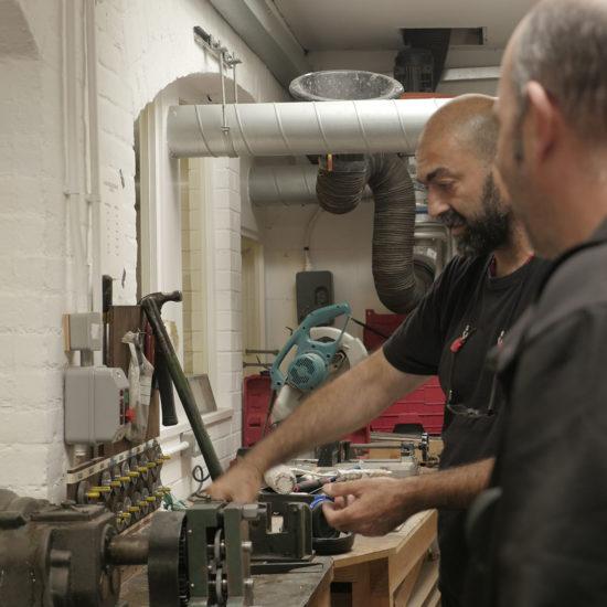 Diego Rodriguez Matta junto a Fernando Cortes Pisano, restaurador de la catedral de Canterbury.