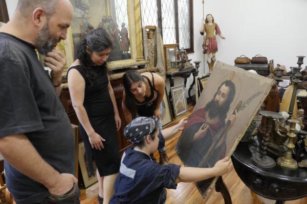 Camila Rodriguez Gonzalez en el museo de la Basilica Nuestra Señora de Lourdes.